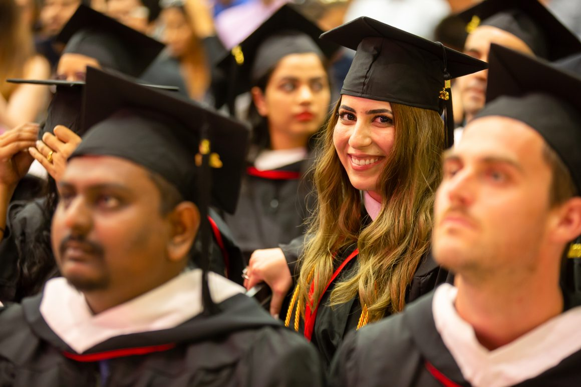 Estudantes brasileiros podem economizar até R$ 175.000,00 no valor total das mensalidades de um programa de graduação de quatro anos na UCW