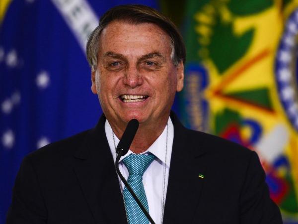 Bolsonaro muda discurso sobre obrigatoriedade do uso de máscara
