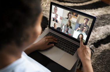 Alunos receberão um apoio de R$ 100 para acesso à internet.